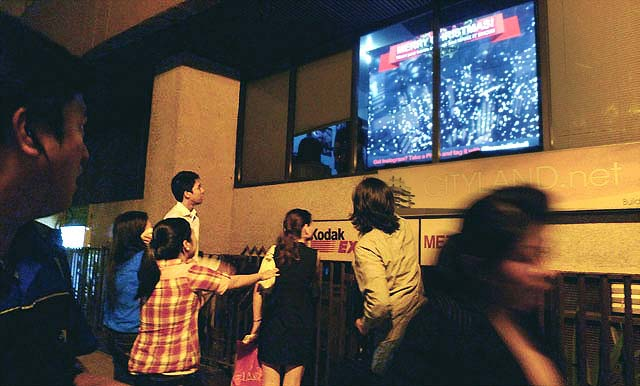 christmas-kinect-interactive-augmented-reality-billboard