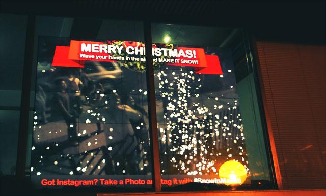 christmas-kinect-interactive-augmented-reality-billboard2
